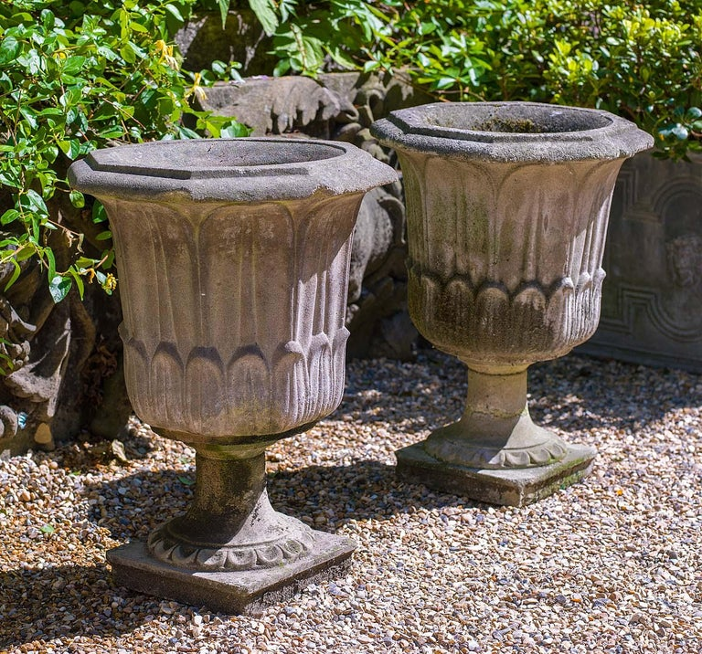 Pair of Octagonal Reconstituted Stone Urns In Good Condition For Sale In London, GB