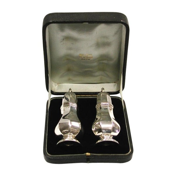 Pair of Octagonal Silver Peppers in Leather Box, Thomas Bradbury & Sons, 1908