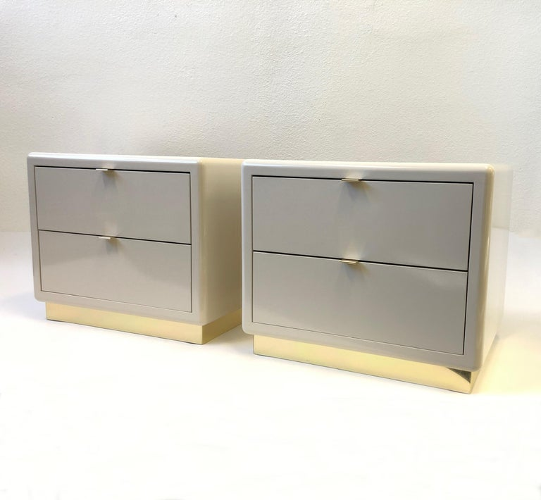 Pair of off White Lacquered and Brass Nightstands by Steve Chase For Sale 11