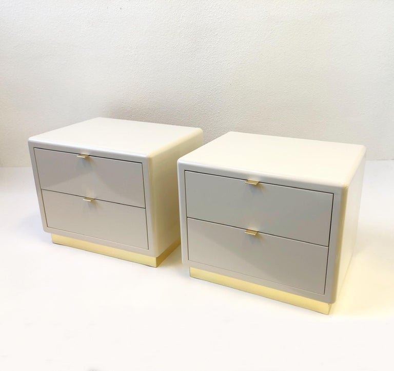 Pair of off White Lacquered and Brass Nightstands by Steve Chase For Sale 1
