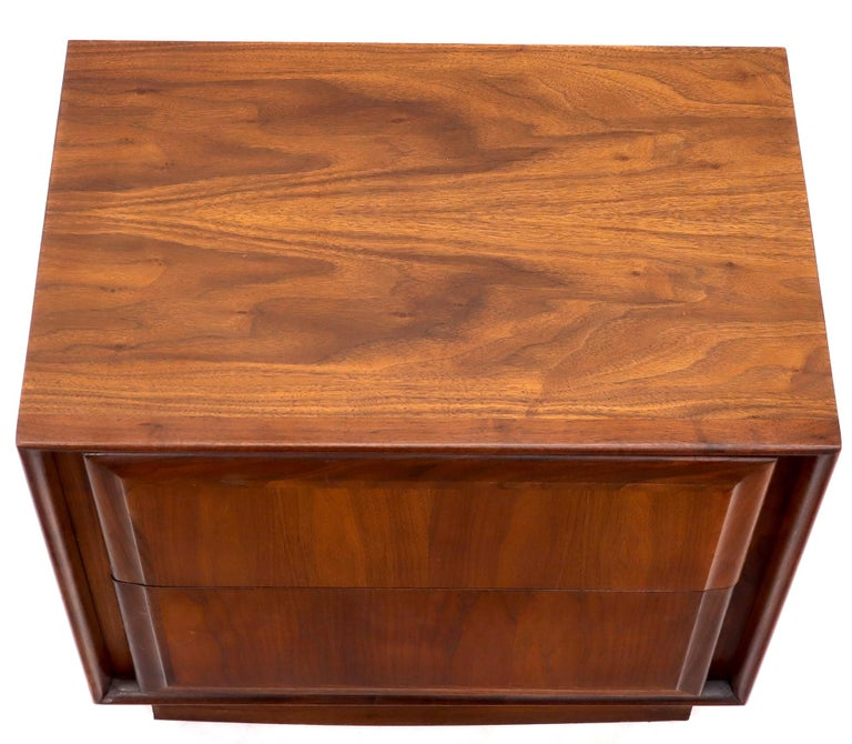 Pair of Oiled Walnut Two Drawers Cube Shape Nightstands End Side Tables For Sale 5