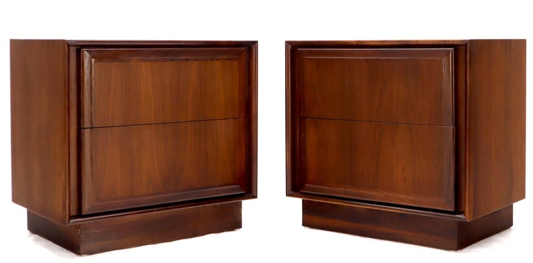 Pair of high quality Mid-Century Modern oiled walnut cube shape end tables or nightstands.