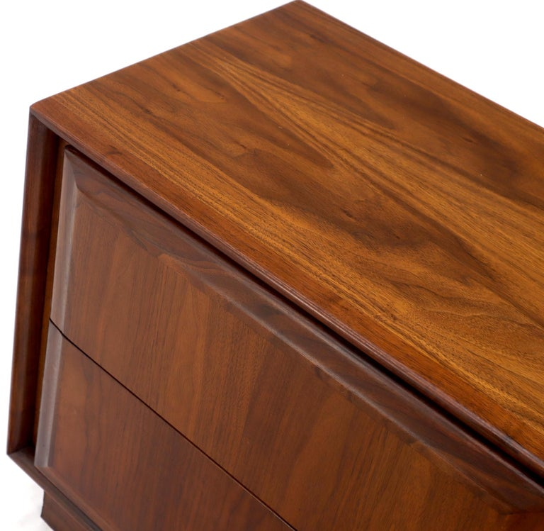 Pair of Oiled Walnut Two Drawers Cube Shape Nightstands End Side Tables For Sale 1