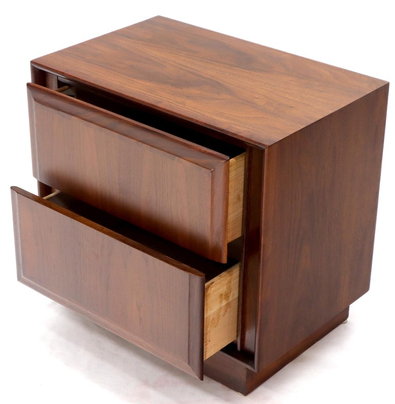 Pair of Oiled Walnut Two Drawers Cube Shape Nightstands End Side Tables For Sale 2