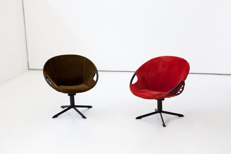 Mid-Century Modern Pair of Olive Green and Red Natural Suede Leather Lounge Chairs, 1960s For Sale