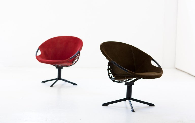 Pair of Olive Green and Red Natural Suede Leather Lounge Chairs, 1960s In Good Condition For Sale In Rome, IT