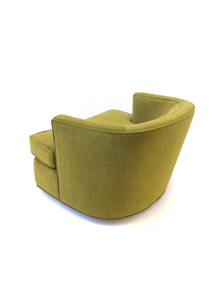 Mid-20th Century Pair of Olive Green Mohair Swivel Lounge Chairs by Harvey Probber For Sale