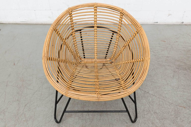 Mid-20th Century Pair of Onion Skin Patterned Bamboo Hoop Chairs For Sale