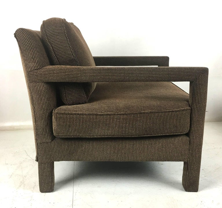 Mid-Century Modern Pair of Open-Arm Parsons Club Chairs by Milo Baughman For Sale