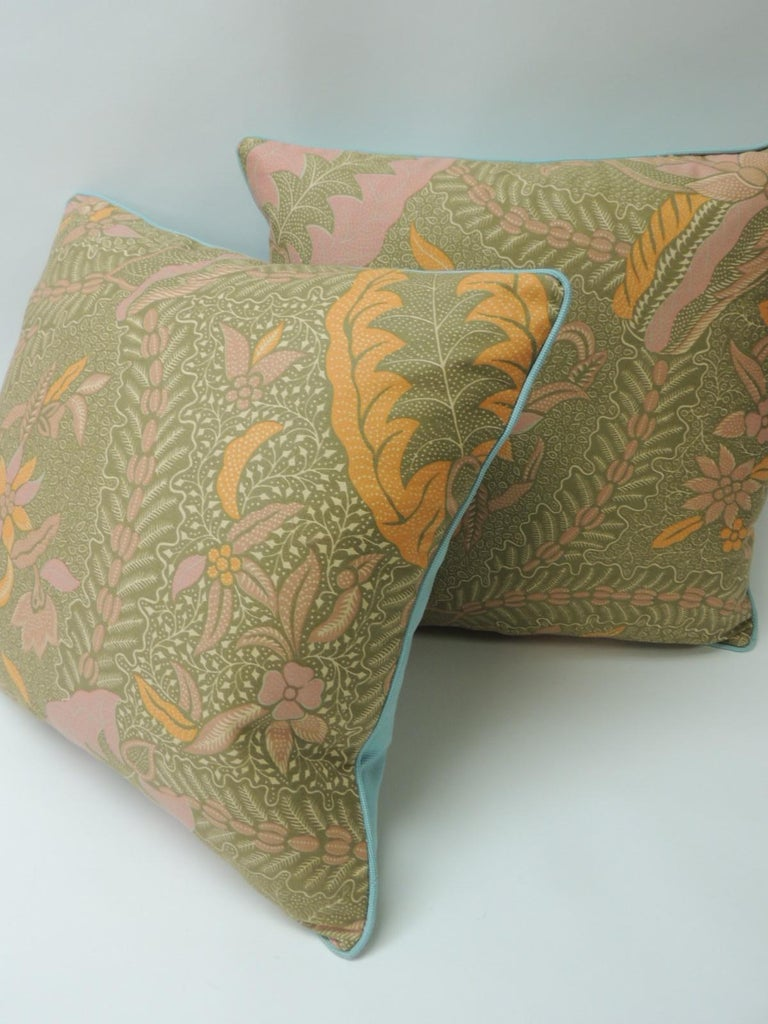 Pair of Orange and Yellow Paisley Asian Batik Printed Decorative Pillows In Good Condition For Sale In Wilton Manors, FL