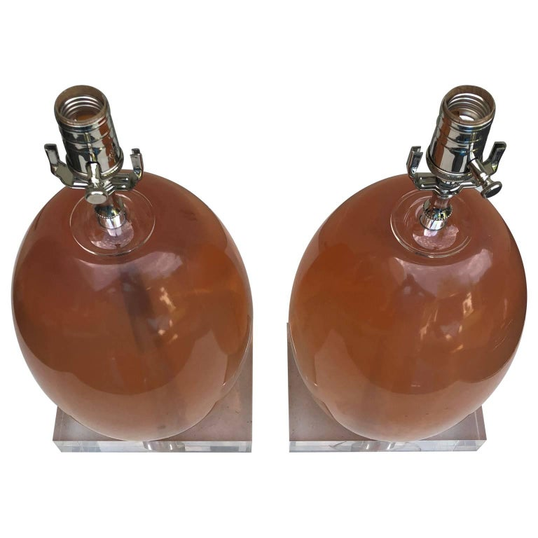 Pair Of Orange Ellipse-Shaped Resin Table Lamps On Thick Lucite Base For Sale 1
