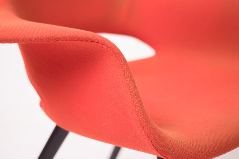 Pair of Organic Chairs by Charles Eames & Eero Saarinen For Sale 3