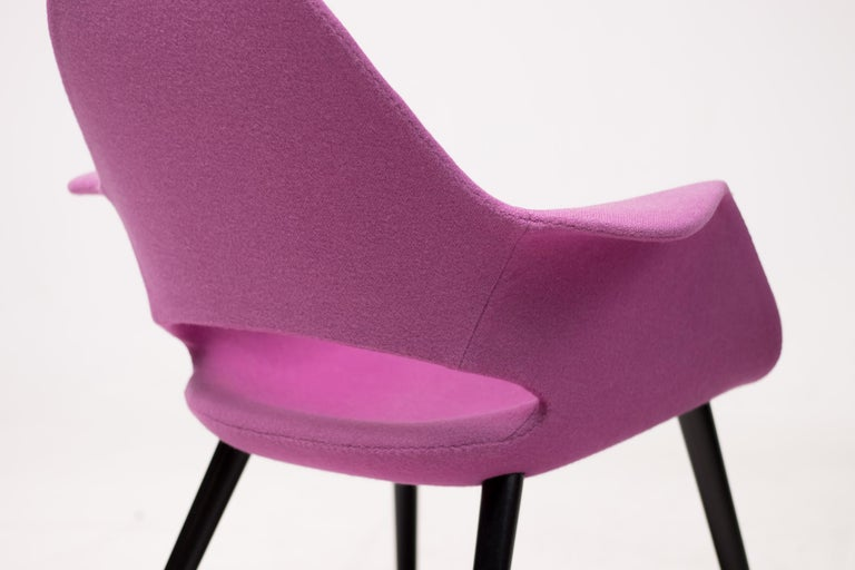 Pair of Organic Chairs by Charles Eames & Eero Saarinen In Good Condition For Sale In Dronten, NL