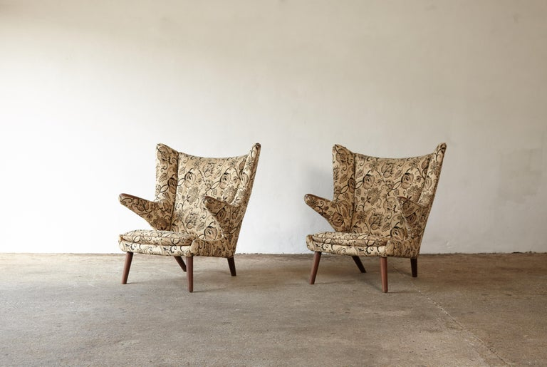 Mid-Century Modern Pair of Original 1950s Hans Wegner Papa Bear Chairs, Incl. Reupholstery in COM For Sale