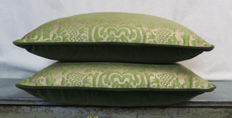 Italian Pair of Orsini Patterned Fortuny Textile Pillows For Sale