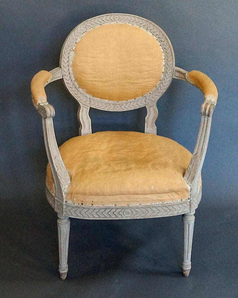Hand-Carved Pair of Oval Backed Swedish Armchairs For Sale