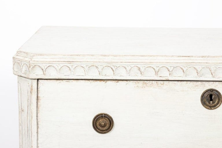 Swedish Pair of Painted Gustavian Chest of Drawers For Sale