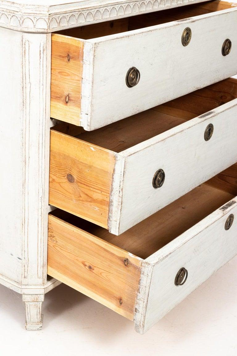 Pine Pair of Painted Gustavian Chest of Drawers For Sale