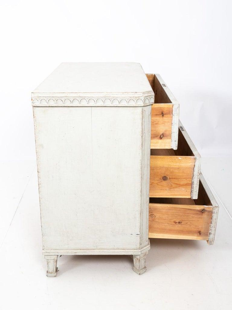 Pair of Painted Gustavian Chest of Drawers For Sale 1