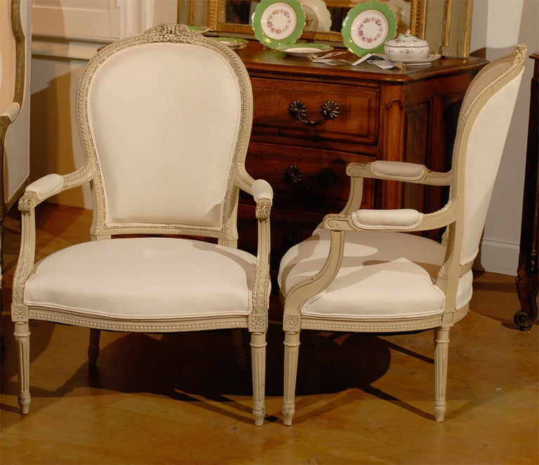 Pair of French Louis XVI Style 19th Century Painted Armchairs with Carved Decor For Sale 2