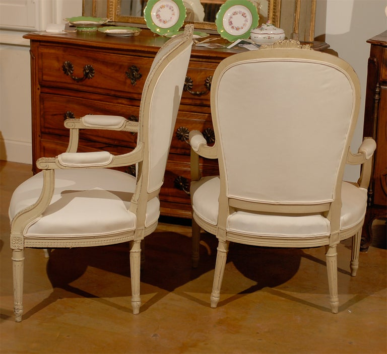 Pair of French Louis XVI Style 19th Century Painted Armchairs with Carved Decor For Sale 3