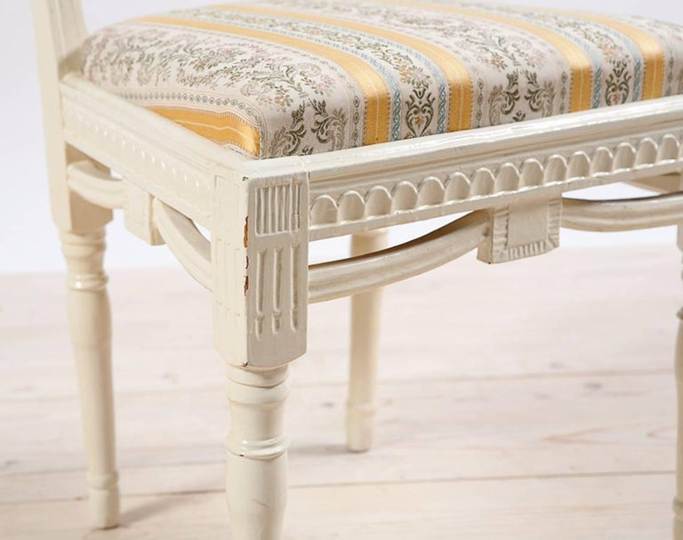19th Century Pair of Painted Swedish Gustavian Side Chairs with Upholstered Seat, circa 1810 For Sale