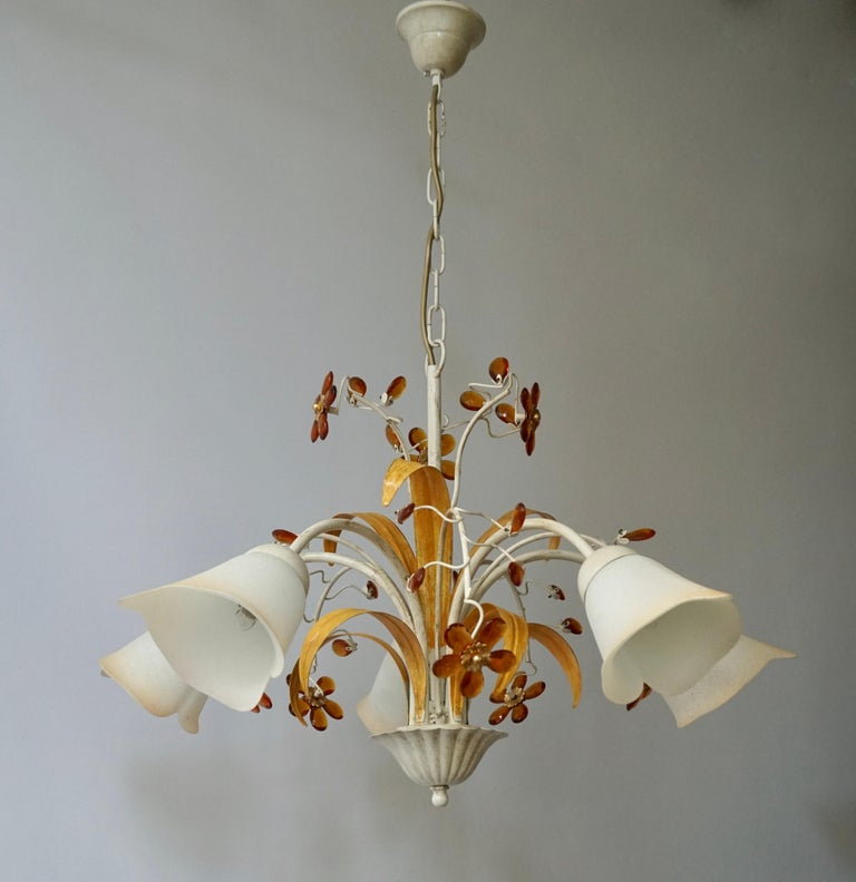 Two wonderful white metal and polychrome painted chandeliers adorned with Murano glass flowers, 1970s period. Diameter 67 cm. Height fixture 40 cm. Total height with chain 70 cm.