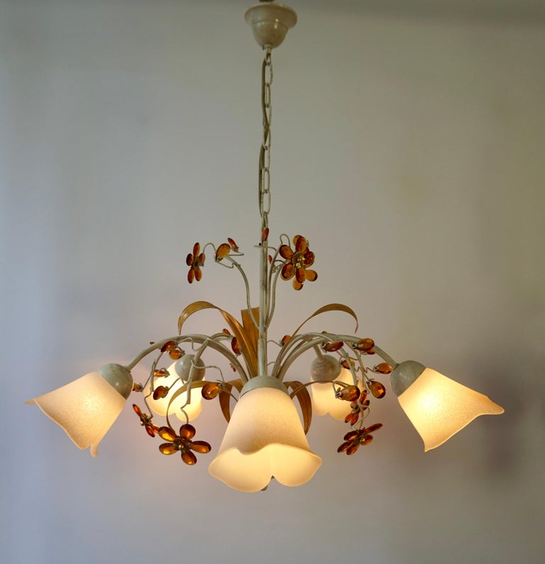 Pair of Painted Tole Bell-Shaped Five-Light Chandelier with Murano Glass Flowers In Good Condition For Sale In Antwerp, BE
