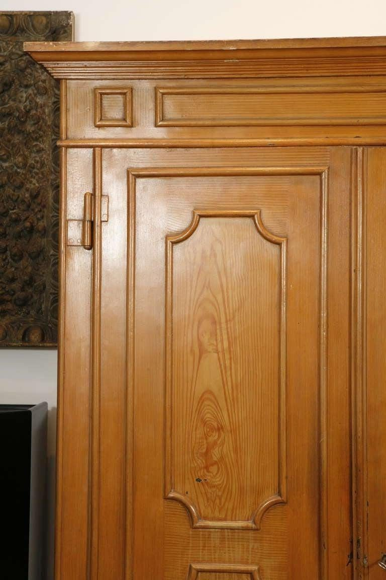 Pair of Painted Wood Grain Metal Armoires In Good Condition For Sale In Washington, DC