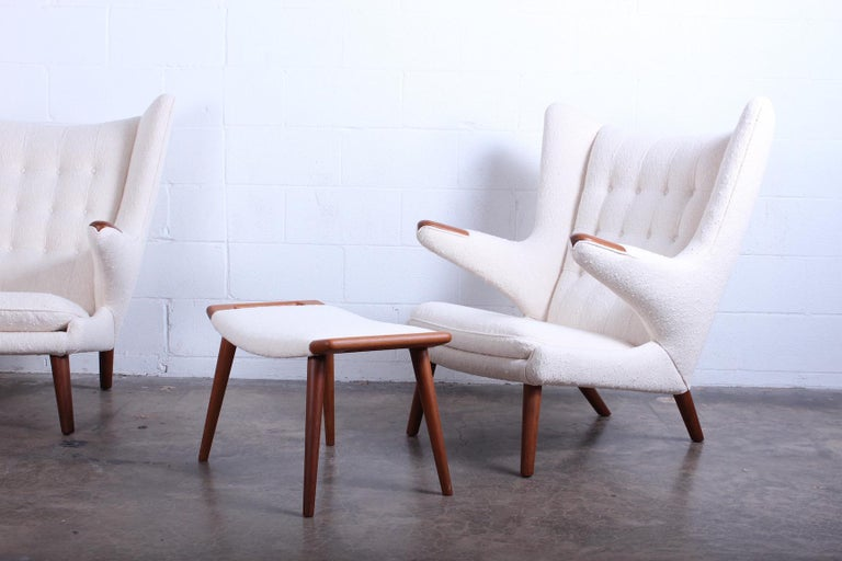 Pair of Papa Bear Chairs and Ottoman by Hans Wegner For Sale 5