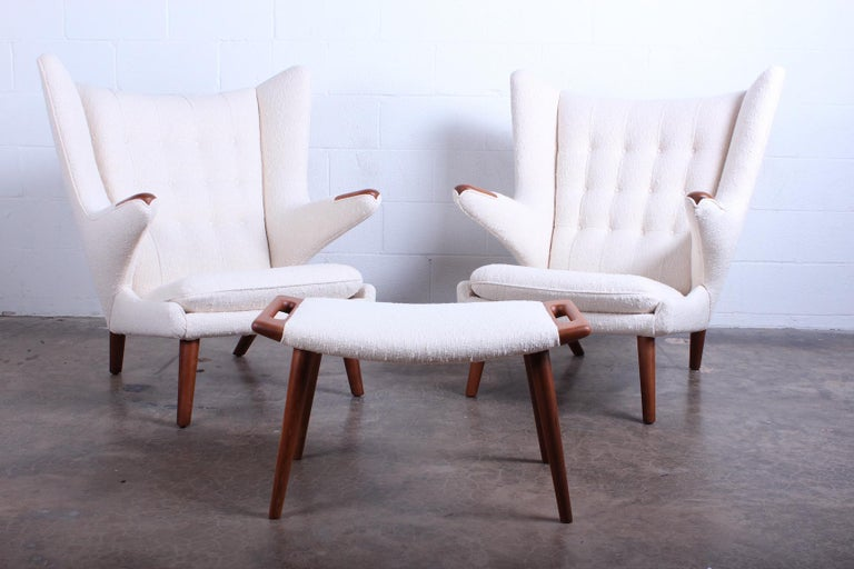 Pair of Papa Bear Chairs and Ottoman by Hans Wegner In Excellent Condition For Sale In Dallas, TX