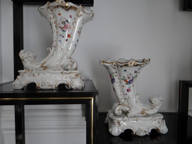 French Pair of Paris Porcelain Flowerbuds Horns of Plenty 1840s For Sale