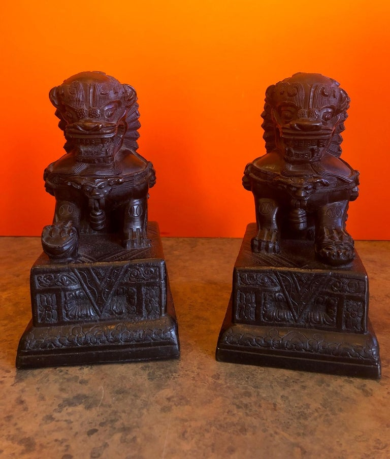 Pair of Patinated Bronze Chinese Foo Dogs / Book Ends In Good Condition For Sale In San Diego, CA