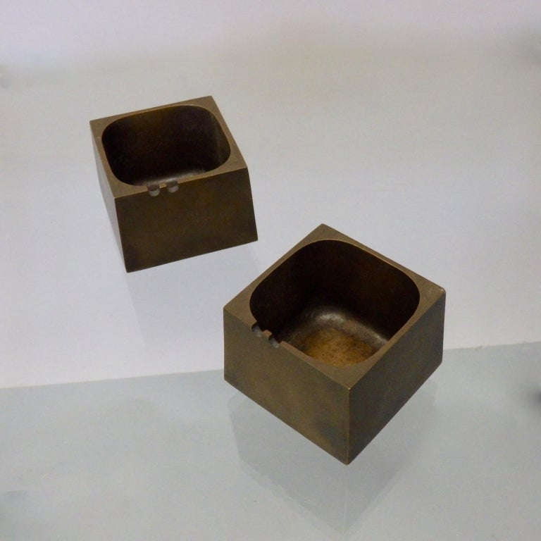 Pair of Paul Evans Style Cast Bronze Brutalist Ash Trays In Excellent Condition In Ferndale, MI
