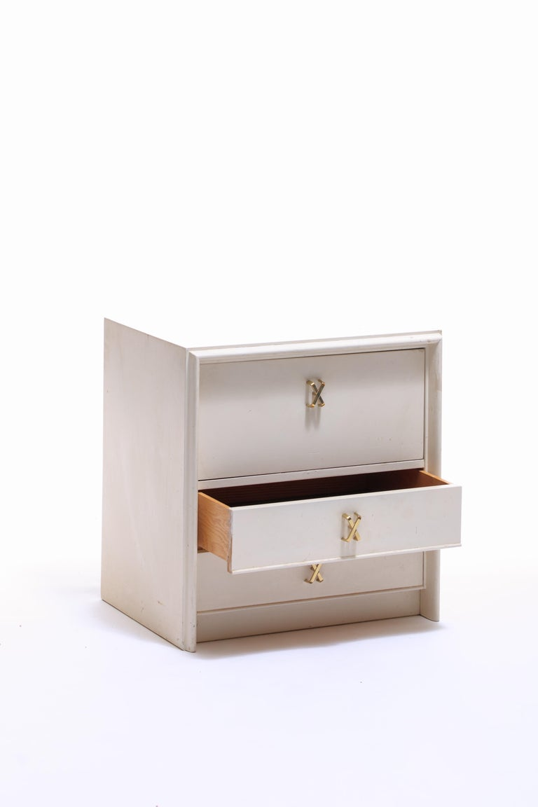 Pair of Paul Frankl Ivory Lacquered Nightstands with Brass X Pulls, circa 1950 For Sale 2
