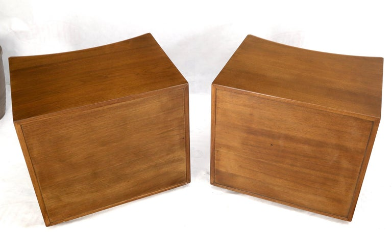 Pair of Paul Frankl Walnut Nightstands for Johnson Furniture Solid Brass Pulls For Sale 5