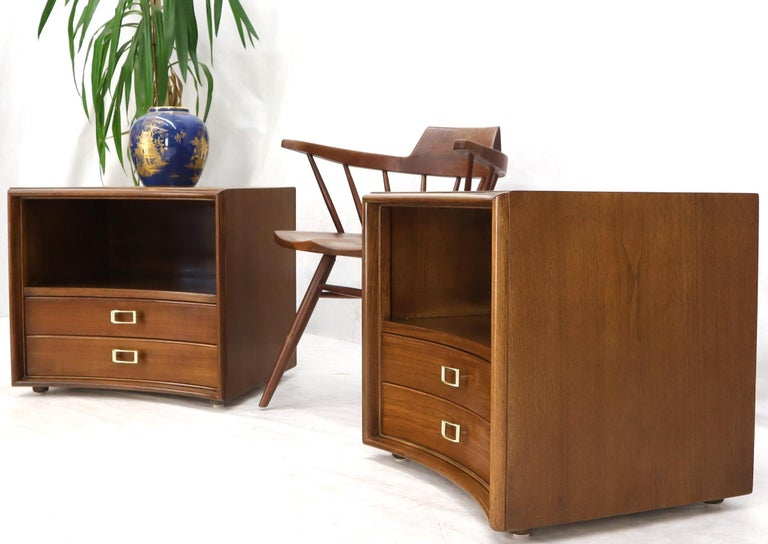 Lacquered Pair of Paul Frankl Walnut Nightstands for Johnson Furniture Solid Brass Pulls For Sale