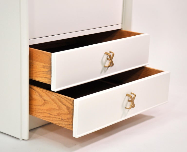 Pair of Paul Frankl White Lacquered Nightstands or Side Tables For Sale 4