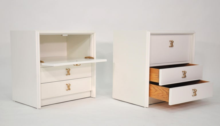 American Pair of Paul Frankl White Lacquered Nightstands or Side Tables For Sale