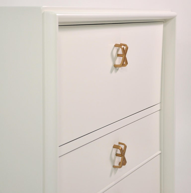 Pair of Paul Frankl White Lacquered Nightstands or Side Tables In Excellent Condition For Sale In Miami, FL