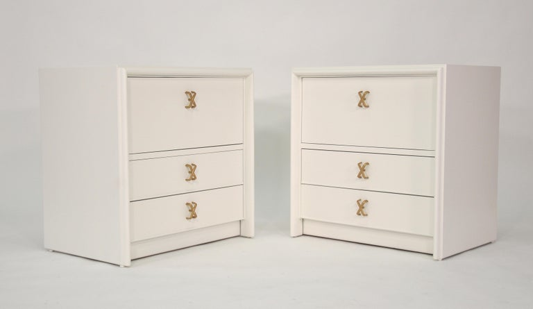 Wood Pair of Paul Frankl White Lacquered Nightstands or Side Tables For Sale