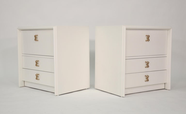 Pair of Paul Frankl White Lacquered Nightstands or Side Tables For Sale 1