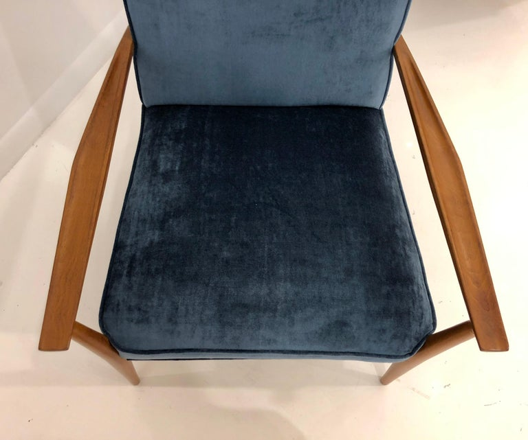Pair of Paul McCobb Easy Chairs For Sale 6
