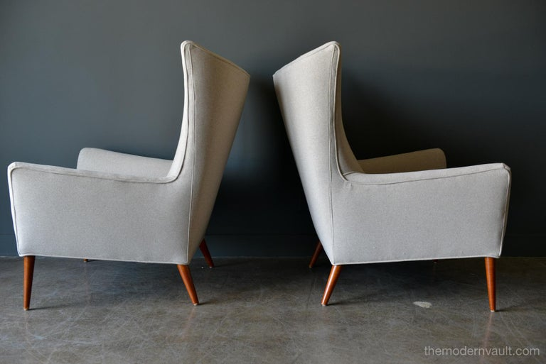Mid-Century Modern Pair of Paul McCobb Model 3015 Wingback Lounge Chairs, circa 1955 For Sale
