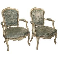 Paar Lackierte Cabriolet Sessel in Blau und Creme, Französischer Louis XV Stil