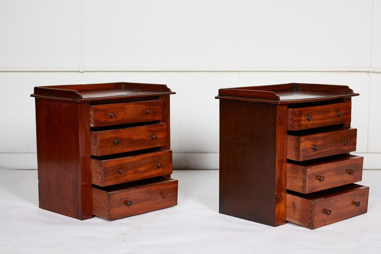 Pair of Petite English Mahogany Chests In Good Condition For Sale In Atlanta, GA