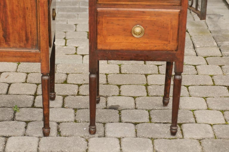 Pair of Petite Italian 1820s Walnut Two-Drawer Commodes with Crossbanded Inlay For Sale 9