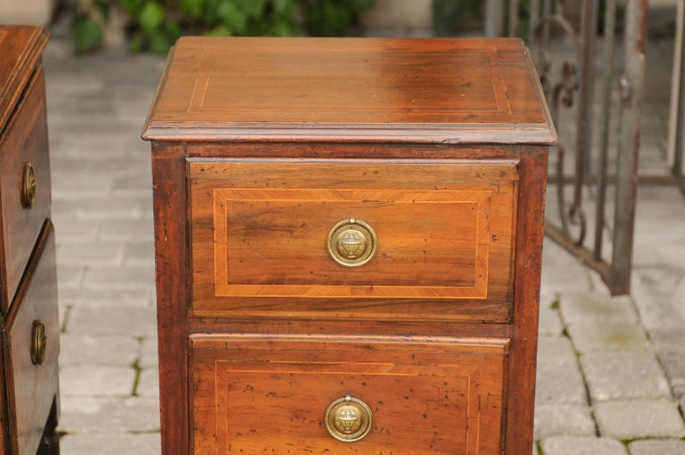 Pair of Petite Italian 1820s Walnut Two-Drawer Commodes with Crossbanded Inlay For Sale 10
