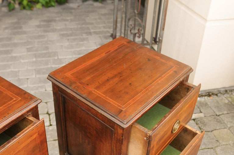 Pair of Petite Italian 1820s Walnut Two-Drawer Commodes with Crossbanded Inlay For Sale 4