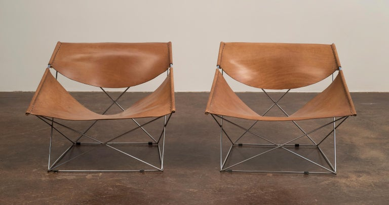 Mid-Century Modern Pair of Pierre Paulin Butterfly Chairs in Original Leather, France, 1963 For Sale